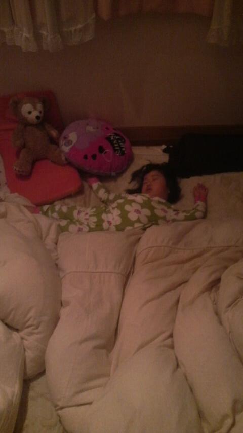 H型に寝る人